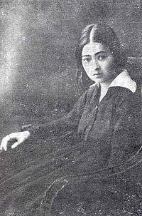 """Ștefana Velisar Teodoreanu (n. 17 octombrie 1897, Remiremont, Franța - d. 31 mai 1995) este o prozatoare, poetă și traducătoare română. A fost soția scriitorului Ionel Teodoreanu, fiind cunoscută și ca """"Doamna Lily"""", așa cum o numeau Mihail Sadoveanu și Garabet Ibrăileanu) - foto: jurnaluldedrajna.ro"""
