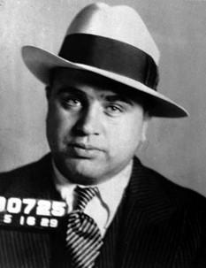 """Alphonse Gabriel """"Al"""" Capone (italiană: Alfonso Capone, n. 17 ianuarie 1899 la Brooklyn, New York - d. 25 ianuarie 1947 la Palm Beach, Florida), unul din cei mai faimoși gangsteri americani din anii 1920 - 1930 - foto: fbi.gov"""