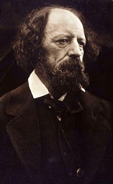 Alfred Tennyson, 1st Baron Tennyson, FRS (6 August 1809 – 6 October 1892) was Poet Laureate of Great Britain and Ireland during much of Queen Victoria's reign and remains one of the most popular British poets - foto (1869 Carbon print by Julia Margaret Cameron): en.wikipedia.org