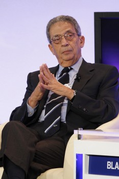 Amr Moussa (born 3 October 1936) is an Egyptian politician and diplomat who was the Secretary-General of the Arab League, a 22-member forum representing Arab states, from 1 June 2001 to 1 June 2011. Previously he served in the government of Egypt as Minister of Foreign Affairs from 1991 to 2001. On 8 September 2013, he was elected president of the committee of 50 that will amend the Egyptian constitution - foto: en.wikipedia.org