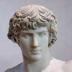 Antinous sau Antinou (29 noiembrie ? 111 - 30 octombrie 130), membru al anturajului împăratului roman Hadrian, care era iubitul său. Antinous a fost zeificat după moartea sa foto: ro.wikipedia.org
