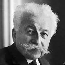 August Lumière (n. 19 octombrie 1862 - d. 10 aprilie 1954), impreuna cu fratele sau Louis Lumière, sunt considerați inventatorii primului aparat de filmat și a primului aparat de proiecție cinematografică - foto: biography.com
