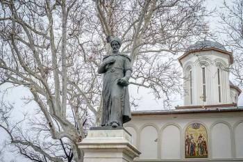 Statuia lui Constantin Brancoveanu, din Piaţa Sf. Gheorghe  din Bucureşti, operă a sculptorului Oscar Han -  foto: bucharestplaces.ro