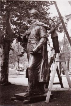 Statuia lui Constantin Brancoveanu, din Piaţa Sf. Gheorghe  din Bucureşti, operă a sculptorului Oscar Han -  foto: cersipamantromanesc.wordpress.com
