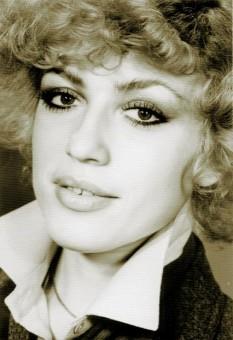 Corina Chiriac (n. 26 octombrie 1949, București), cântăreață de muzică ușoară, compozitoare, textieră, realizatoare de emisiuni de televiziune și actriță din România - foto: jurnalul.ro