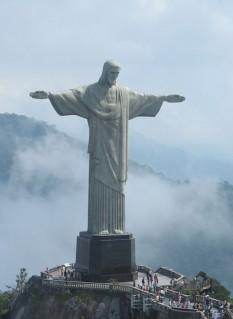 Cristo Redentor (Cristos Mântuitorul), monument în Rio de Janeiro (Brazilia), amplasat la sud de oraș, pe muntele Corcovado (700 m), în pădurea Tijuca - foto: ro.wikipedia.org