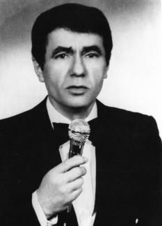 Dan George Spătaru (n. 2 octombrie 1939, Aliman, Constanța - d. 8 septembrie 2004, București) a fost unul dintre cei mai prolifici cântăreți români de muzică ușoară - foto: cinemagia.ro