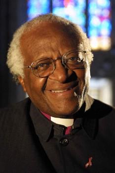 Desmond Mpilo Tutu (n. 7 octombrie 1931, Klerksdorp, Africa de Sud), arhiepiscop anglican emerit de Cape Town, activist împotriva apartheid-ului din Africa de Sud. În anul 1984 a fost distins cu Premiul Nobel pentru Pace - foto: ro.wikipedia.org
