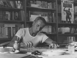 Dino Buzzati Traverso, (n. 16 octombrie 1906 la Belluno, d. 28 ianuarie 1972, la Milano), jurnalist, scriitor și pictor italian cunoscut în principal pentru romanul Deșertul Tătarilor - în imagine, Dino Buzzati la lucru în studioul său - foto: ro.wikipedia.org