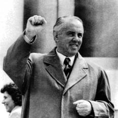 Enver Hodja, (n. 16 octombrie 1908, Gjirokastra, Albania – d. 11 aprilie 1985, Tirana), conducătorul Albaniei de la sfârșitul celui de al Doilea Război Mondial până la moartea sa din anul 1985, având funcția de Prim-Secretar al Partidului Comunist al Muncii din Albania - foto: ro.wikipedia.org
