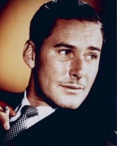 Errol Leslie Flynn (n. 20 iunie, 1909 - d. 14 octombrie, 1959). actor australian, cunoscut pentru rolurile sale romantice din filmele de capă și spadă de la Hollywood - foto: ro.wikipedia.org