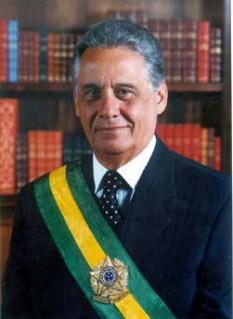 Fernando Henrique Cardoso (n. 18 iunie 1931 la Rio de Janeiro), sociolog și om politic brazilian, a fost președintele Republicii Federale a Braziliei, al 34-lea ca număr, în două cadențe, între 1 ianuarie1995 și 1 ianuarie 2003 Cofondator (în 1988) și președinte de onoare al Partidului Social Democrației Braziliene (PSDB), a fost în trecut senator între anii 1983-1992, ministru de externe în 1992 in timpul administrației Itamar Franco, ministru de finanțe în 1993 și 1994. Profesor emerit de științe politice și sociologie la universitatea din São Paulo - foto: ro.wikipedia.org