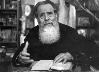Parintele Constantin Galeriu (* 21 noiembrie 1918, Răcătău, Bacău - † 10 august 2003, București), unul dintre cei mai importanți duhovnici ai Ortodoxiei române, preot și profesor de teologie  foto: crestinortodox.ro