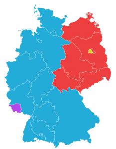 Dezmembrarea Germaniei în 1949. Viitoarea Germania de Vest (albastru) consta din zonele de ocupație americană, britanică și franceză (fără Saarland [violet], care s-a realăturat Germaniei de Vest în urma unui referendum), iar Germania de Est (roșu) era formată din zona sovietică de ocupație (cu excepția părții vestice a Berlinului [galben]) - foto: ro.wikipedia.org