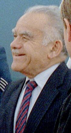 """Ițhak Șamir (יִצְחָק שָׁמִיר în ebraică, n.15 octombrie 1915, d. 30 iunie 2012), prim ministru al Israelului în două rânduri: 10 octombrie 1983 - 13 septembrie 1984 și 20 octombrie 1986 - 13 iulie 1992. În anii 1943-1948 a condus, sub regimul mandatului britanic, organizația subterană paramilitară evreiască """"Lehi"""" - foto: ro.wikipedia.org"""