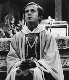 Jerzy Popiełuszko (n. 14 septembrie 1947, Okopy, Polonia – d. 19 octombrie 1984, Włocławek, Polonia comunistă), preot catolic polonez, asasinat de poliția politică a Poloniei (Służba Bezpieczeństwa). În 2010 a fost beatificat, ca martir creștin foto: ro.wikipedia.org