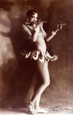 Josephine Baker (născută Freda Josephine McDonald la 3 iunie 1906 în Saint Louis, Missouri — d. 12 aprilie 1975 în Paris), dansatoare, actriță și cântăreață franceză de origine americană - foto (Josephine Baker in a banana skirt from the Folies Bergère production Un Vent de Folie): ro.wikipedia.org