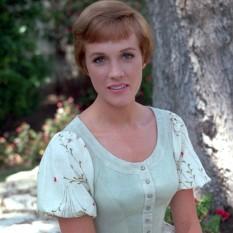 Julie Andrews (n. 1 octombrie 1935), actriță britanică de film, câștigătoarea premiului Oscar pentru rolul din filmul muzical Mary Poppins - foto: abcnews.go.com