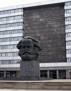 1971: La Karl-Marx-Stadt s-a dezvăluit monumentul de șase metri înălțime care îl reprezintă pe Karl Marx. - foto: ro.wikipedia.org