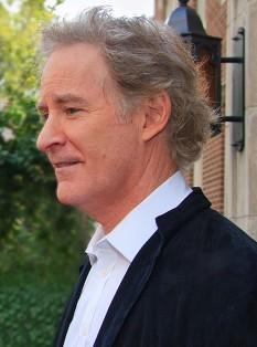 Kevin Kline (n. 24 octombrie 1947) este un actor american. A obținut Premiul Oscar pentru cel mai bun actor în rol secundar în anul 1988 - foto (Kevin Kline in 2010): en.wikipedia.org