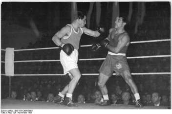 László Papp (n. 25 martie 1926, Budapesta – d. 16 octombrie 2003, Budapesta) a fost un boxer maghiar - foto - Papp (dreapta) contra Schultze (DDR: ro.wikipedia.org