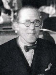 Charles-Édouard Jeanneret-Gris, cunoscut sub pseudonimul de Le Corbusier pe care l-a adoptat (n. 6 octombrie 1887– d. 27 august 1965), arhitect, urbanist, decorator, pictor, sculptor, realizator de mobilier, teoretician și scriitor elvețian, naturalizat cetățean francez, faimos, pentru contribuțiile sale importante la curentele arhitecturale ce astăzi poartă numele de modernism, brutalism sau stilul internațional în arhitectură, alături de Ludwig Mies van der Rohe, Walter Gropius și Theo van Doesburg - foto (Le Corbusier in 1933): en.wikipedia.org