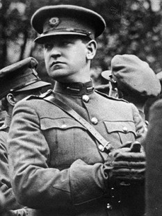 Michael James Collins (Irish: Mícheál Séamus Ó Coileáin; 16 October 1890 – 22 August 1922) was an Irish revolutionary leader, politician, Minister for Finance, Director of Information, and Teachta Dála (TD) for Cork South in the First Dáil of 1919, Adjutant General, Director of Intelligence, and Director of Organisation and Arms Procurement for the IRA, President of the Irish Republican Brotherhood from November 1920 until his death, and member of the Irish delegation during the Anglo-Irish Treaty negotiations. Subsequently, he was both Chairman of the Provisional Government and Commander-in-chief of the National Army Collins was shot and killed in an ambush in August 1922 during the Irish Civil War - foto: en.wikipedia.org