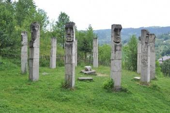 Ansamblul monumental de la Moisei al sculptorului Gheza Vida ridicat în memoria victimelor - foto: ro.wikipedia.org