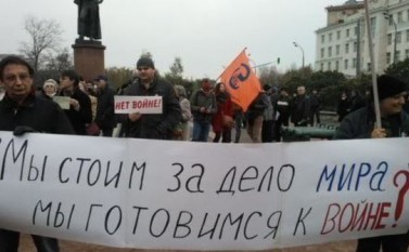 Protest la Moscova împotriva campaniei militare ruseşti în Siria, 17 octombrie 2015. (Captură Foto) - foto: epochtimes-romania.com