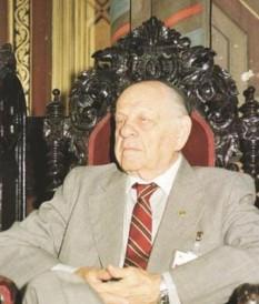 Nicolae Cajal (n. 1 octombrie 1919, București - d. 7 martie 2004, București), medic microbiolog român de etnie evreiască[1], senator român, membru al Academiei Române (corespondent - 1963 și titular - 1990[2]). În perioada 1994-2004 a îndeplinit funcția de președinte al Federației Comunităților Evreiești din România - foto: aradon.ro