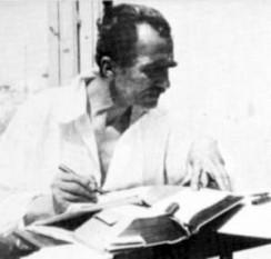 Nikos Kazantzakis (n. 18 februarie 1883, Heraklion - d. 26 octombrie 1957, Freiburg), autor grec care a scris de-a lungul vieții sale poeme, romane, eseuri, și cărți de călătorii. Probabil cel mai important și cel mai tradus scriitor grec al secolului XX. A devenit cunoscut în 1964 când a fost lansat filmul Zorba grecul, bazat pe romanul cu același nume scris de acesta - foto (:Nikos Kazantzakis la casa sa din Aegina, 1931) ro.wikipedia.org