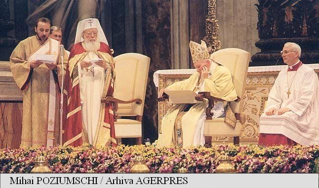Slujba pontificală de la Catedrala San Pietro la care a participat Patriarhul Bisericii Ortodoxe Române Teoctist (13 octombrie 2002) - foto: agerpres.ro