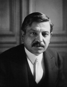 Pierre Laval (French pronunciation: ​[pjɛʁ laval]; 28 June 1883 – 15 October 1945) was a French politician. During the time of the Third Republic, he served as Prime Minister of France from 27 January 1931 and 20 February 1932, and also headed another government from 7 June 1935 to 24 January 1936 - foto (1931): en.wikipedia.org