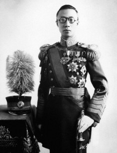 Pu Yi (n. 7 februarie 1906 – d. 17 octombrie 1967), al doisprezecelea și ultimul împărat al Dinastiei chineze Qing. A fost încoronat la vârsta de doar trei ani în anul 1909 și a fost obligat să abdice la 12 februarie 1912 - foto: ro.wikipedia.org