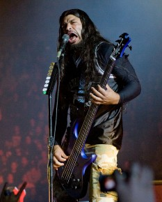 Robert Trujillo (n. 23 octombrie 1964), mexican american, actualul bassist al formației Metallica - foto: ro.wikipedia.org