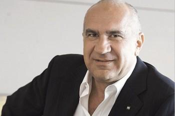 Tiberiu Urdăreanu (n. 29 iunie 1953 în Dej, județul Cluj), om de afaceri român, patronul grupului de firme UTI Grup. Este fiul generalului Tiberiu S. Urdăreanu, fost șef al Comandamentului de Tancuri și Auto în vremea comunismului. A absolvit Institutul Politehnic București - Facultatea de Autormatică în 1997 și Universitatea din Leicester, Marea Britanie, în 1998. Între 1978 și 1984 a lucrat în Ministerul Industriilor și Construcțiilor de Mașini, iar între 1984 și 1993, la Ministerul Apărării Naționale - Institutul de Cercetări al Armatei. Din 1993, conduce grupul UTI. Tiberiu Urdăreanu este maior în rezervă foto: gandul.info