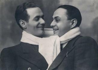 Vasile Vasilache (n. 26 octombrie 1907, orașul Huși, județul Vaslui; d. 4 aprilie 1944, București), regizor și actor român - foto - Vasile Vasilache (la stânga) şi N.Stroe: ro.wikipedia.org