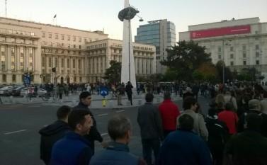 25.10.2015: Protest în Piaţa Universităţii, împotriva lui Gabriel Oprea  foto: Epoch Times România