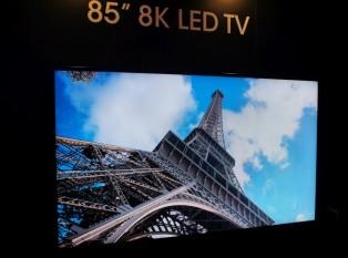 Sharp LV-85001, primul televizor 8K din lume - foto: engadget.com