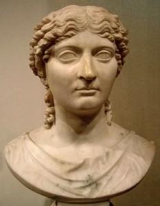 Agrippina Minor Iulia (n. 7 noiembrie 15 – d. martie 59), a patra soție a împăratului roman Claudius, unchiul ei - foto (Sculptură înfățișând capul Claudiei Octavia, Muzeul Național din Varșovia): ro.wikipedia.org