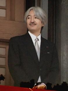 Prințul Akishino ( n. 30 noiembrie 1965), membru al familiei imperiale japoneze. Este al doilea fiu al împăratului Akihito și a împărătesei Michiko și al doilea în linia de succesiune la tronul Japoniei - foto: ro.wikipedia.org