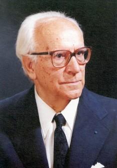 Alexandru Ciorănescu (n. 15 noiembrie 1911, Moroeni, județul interbelic Dâmbovița - d. 25 noiembrie 1999, Insulele Canare, Spania) a fost un autor, comparatist, diplomat, director literar, dramaturg, enciclopedist, eseist, lingvist, etimolog, istoric, poet, prozator român care a trăit în exil între 1946 și 1999 - foto: scrieliber.ro