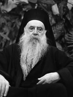 Athenagoras I, cu numele laic de 'Aristocles Spyrou (n. 6 aprilie 1886 - d. 7 iulie 1972), cel de al 268-lea Patriarh Ecumenic al Constantinopolului, de la 1 noiembrie 1948 până la sfârșitul vieții. Părinții săi au fost aromâni. en.wikipedia.org