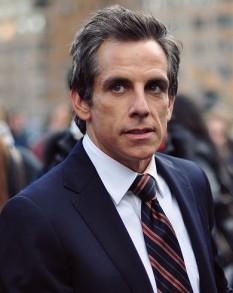 Ben Stiller (n. 30 noiembrie 1965), actor, comediant, regizor, producător și scenarist american. El este fiul comicilor veterani și actori Jerry Stiller și Anne Meara - foto (Ben Stiller în Tower Heist, 2010): ro.wikipedia.org