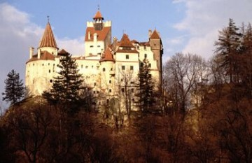 Castelul Bran este un monument istoric și arhitectonic situat în Pasul Bran-Rucăr, la 30 de kilometri de Brașov - foto: ro.wikipedia.org