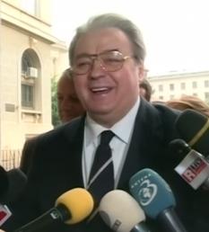 Corneliu Vadim Tudor (n. 28 noiembrie 1949, București – d. 14 septembrie 2015, București), scriitor, politician și publicist român, care a deținut funcțiile de senator și europarlamentar - foto: ro.wikipedia.org