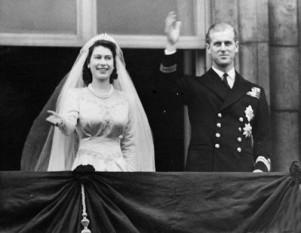 20 noiembrie 1947: Prinţesa Elisabeta (viitoarea regina Elisabeta a II a Marii Britanii), s-a căsătorit cu ducele de Ediburgh, Philip Mountbatten  foto: cersipamantromanesc.wordpress.com/