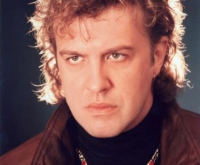 Gabriel Cotabiță (n. 1 noiembrie 1955, Craiova), cântăreț român de muzică ușoară și pop-rock, prezentator, producător muzical și de televiziune. De asemenea, este solistul vocal al formației VH2 și a fost component al cunoscutului grup rock Holograf, în anii '80. foto: cultural.bzi.ro
