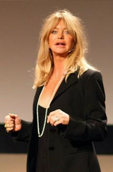 Goldie Hawn (n. 21 noiembrie 1945), actriță, regizoare, producătoare și ocazional cântăreață americană - foto (Hawn în februarie 2008): ro.wikipedia.org