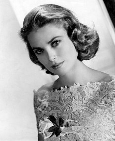 Grace Patricia Kelly (n. 12 noiembrie 1929 - d. 14 septembrie 1982) a fost o actriță americană de film care, în aprilie 1956, s-a căsătorit cu Rainier al III-lea de Monaco și a devenit prințesă consort de Monaco, denumită în mod obișnuit Prințesa Grace - foto (Grace Kelly în 1963):